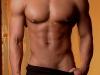 gepiercter Männerkörper