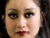 Lippen und Augenbrauenpiercing